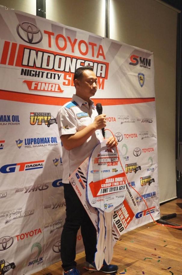 raditya-pa-juara-kelas-f-dan-a-indonesia-night-city-slalom-2014-20141116203101-4662