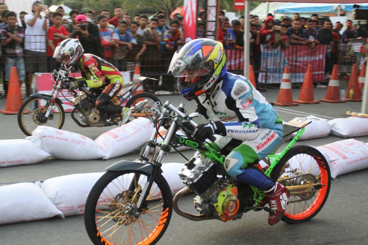 Pertamax Motorsport Drag Bike Team - Action1