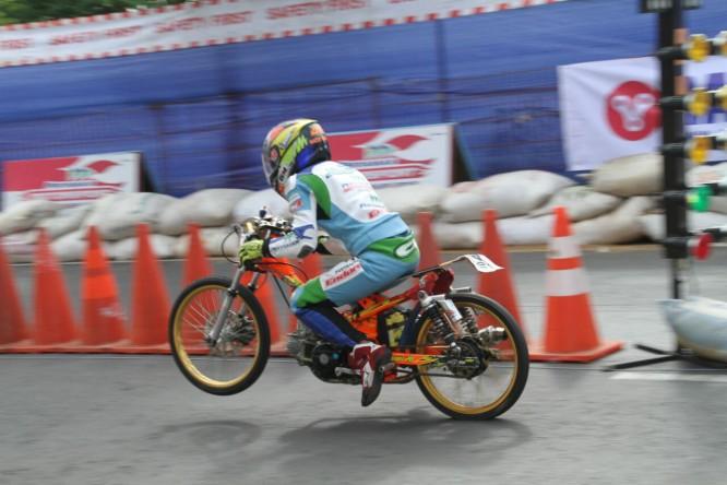 Pertamax Motorsport Drag Bike Team - Action3